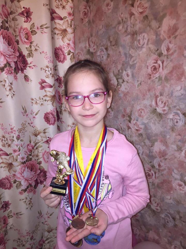 Ариша пополнила копилку еще одной медалью / Фестивальные зимние соревнования по ловле рыбы с. Ярки Черепановский район Новосибирской области