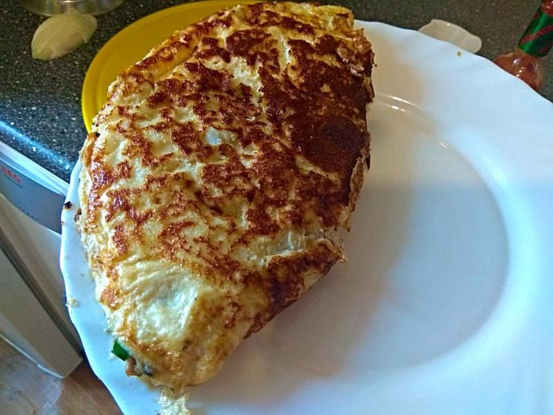 Прикрепленное изображение: омлет на тарелке.jpg