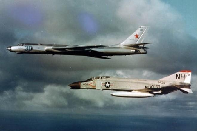 550px-mcdonnell-f-4b-vf-114-intercepting-tu-16-1963.jpg